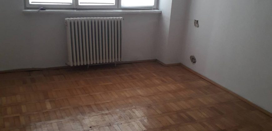 Apartament 3 camere ultracentral la doar 42500 de euro